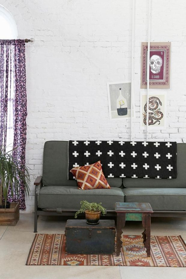 industrial-touch-for-living-room-white-painted-wall